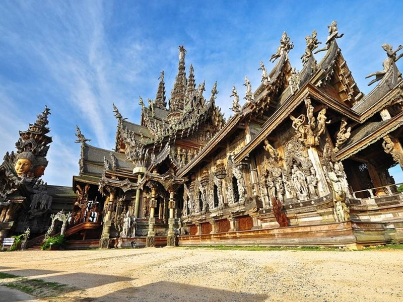 The Vogue Pattaya Hotel : The Sanctuary of Truth
